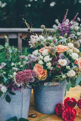 easy bridal shower games:Flower arranging
