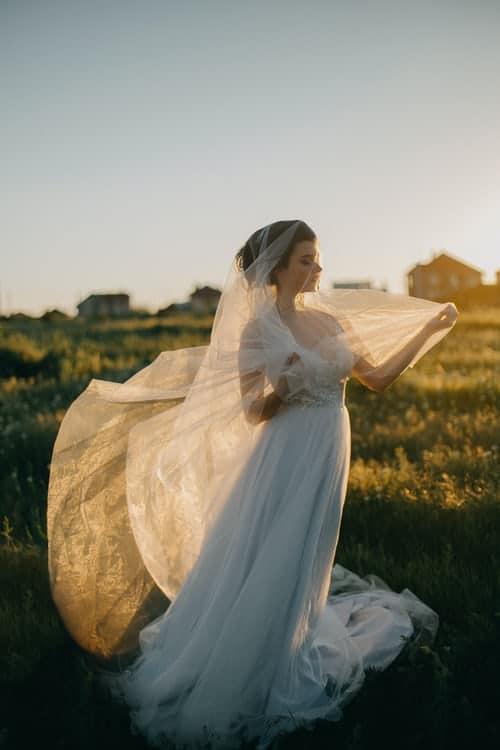 bridal shower games:Toilet Paper Wedding Dress