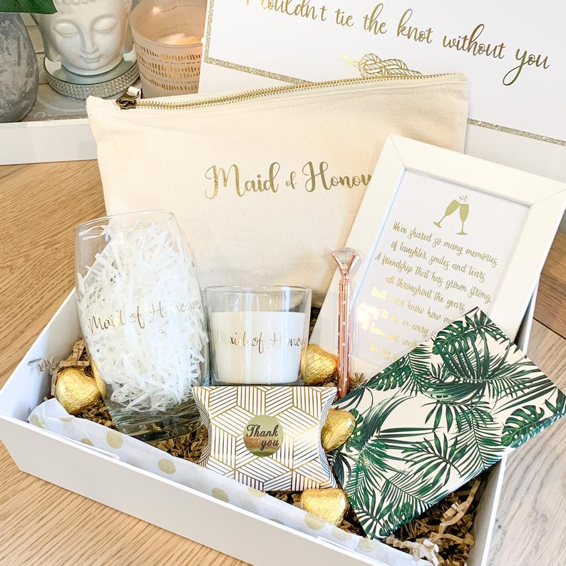 gifts to give your maid of honor:Maid of Honour Wedding Boxes