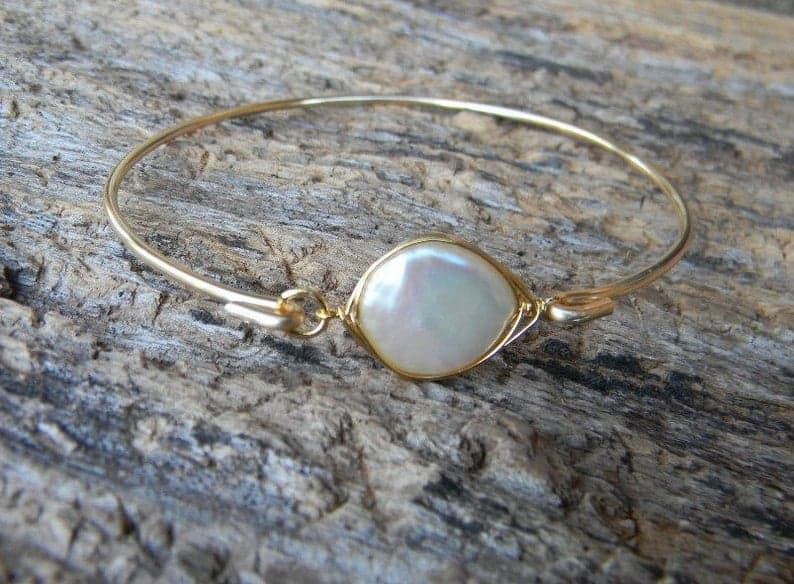 unique mother of the bride gift:Pearl Bracelet