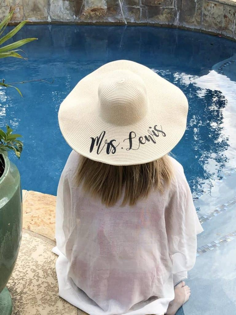 what to give maid of honor:Personalized Floppy Hat