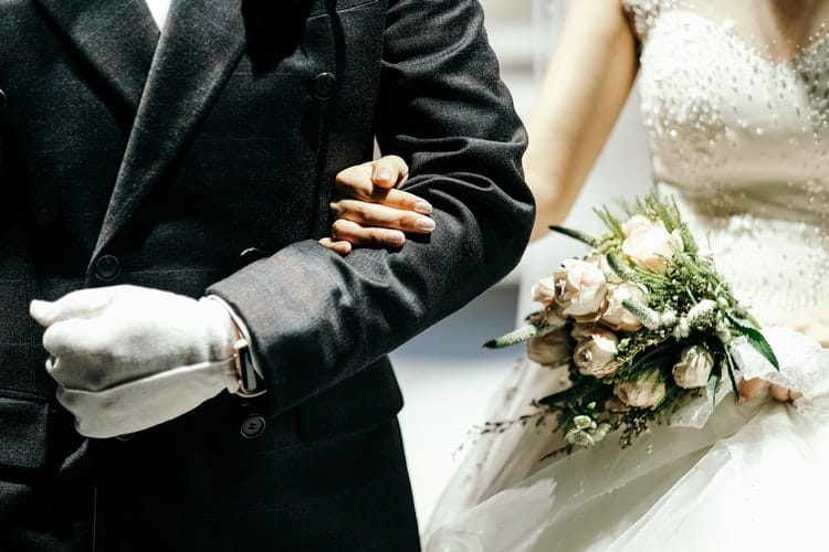 33 Unique Father of The Bride Gifts to Show Him How Much He Means