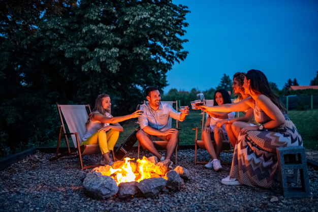 outdoor event ideas:Backyard Bonfire
