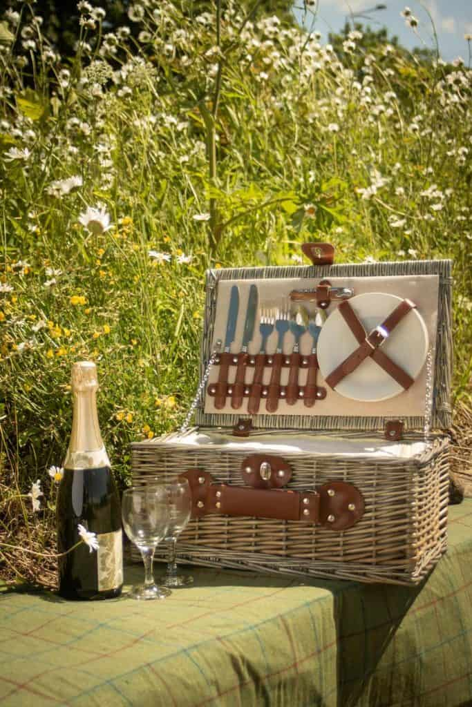 engagement basket:Wicker Personalised Picnic Basket