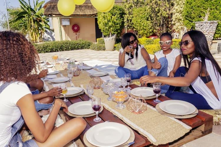 Bachelorette Party Ideas - pack a picnic