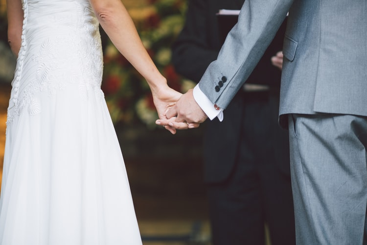 Non-Religious Wedding Vows Examples and Tips for Your Big Day