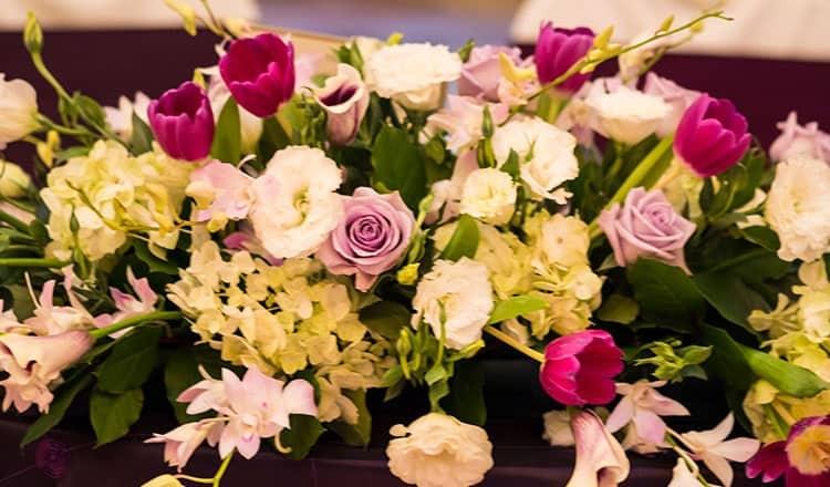 wedding reception styles:DIY Flower Station