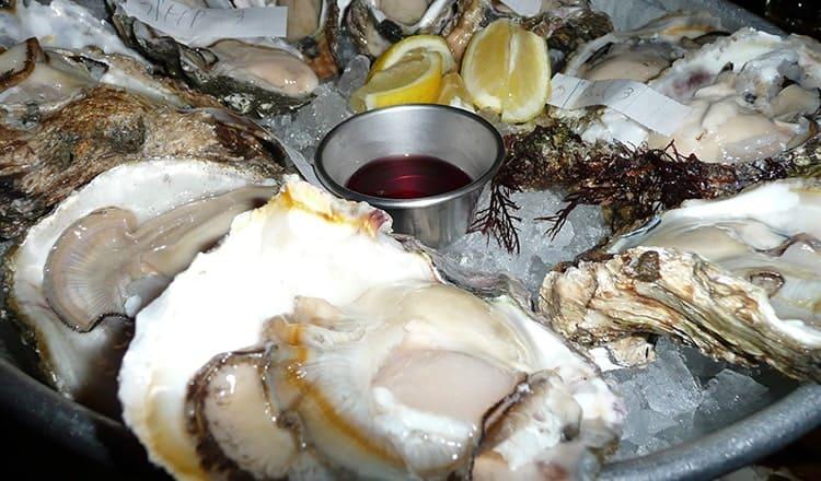 outdoor wedding food:Oyster bar