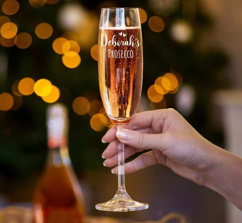 simple wedding gifts:Personalized Engraved Champagne Flute