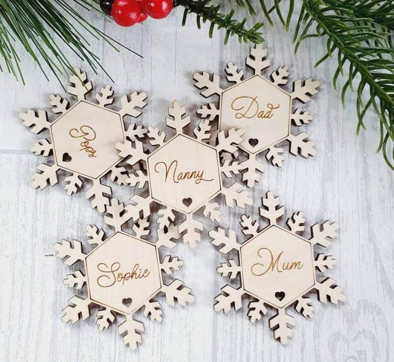 cheap wedding favor ideas:Snowflake placement names