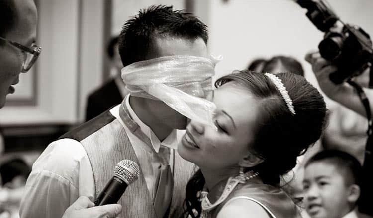 wedding games for bride and groom:The Kissing Game