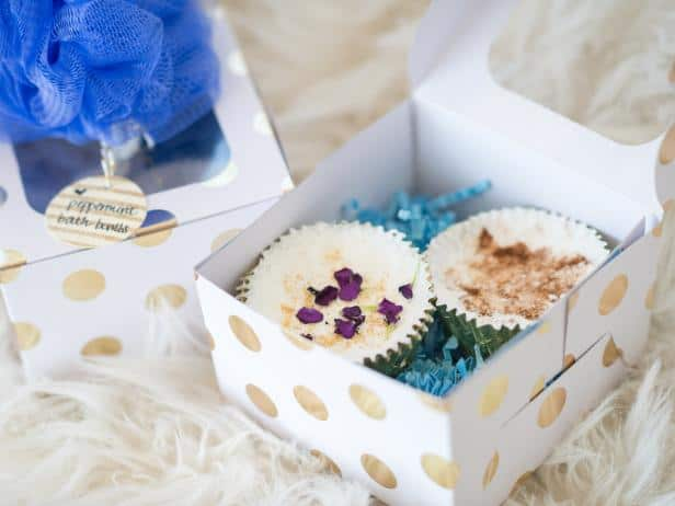 diy wedding favors - natural bath bombs