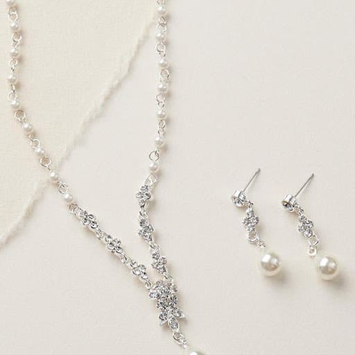 Pearl Wedding Jewelry: gifts to bride from bridesmaid