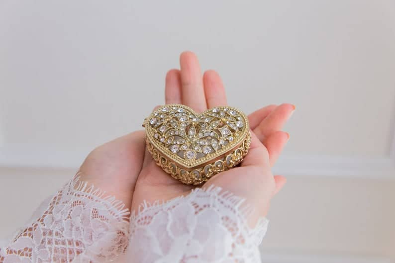 Heart Shape Ornate Gold Arras with coins