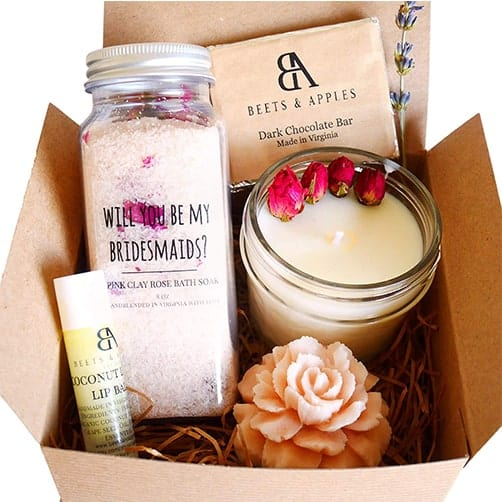 Rose spa gift basket: cute ideas to ask friends to be bridesmaids