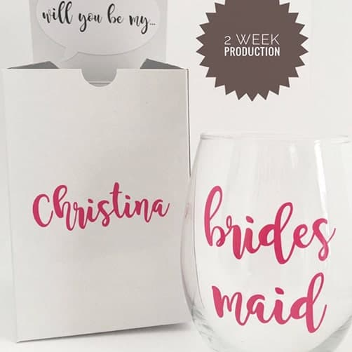 Wine glass: asking bridesmaid gift ideas